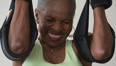 لاعبة كمال أجسام في 77 من العمر