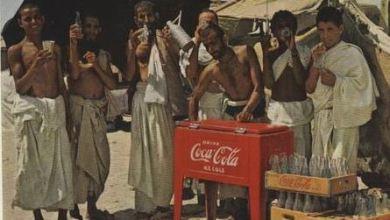 يشربون الكوكاكولا