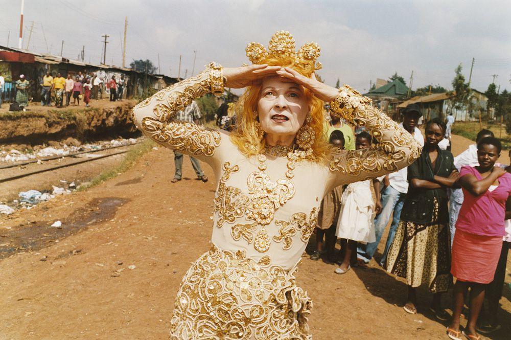 """Exposición en Nueva York """"Vivienne Westwood, Andreas Kronthaler & Juergen Teller"""". Fotografía realizada por Junger Teller en Kenia para su campaña otoño-invierno 2011 en apoyo de la Ethical Fashion Iniciative en Africa."""