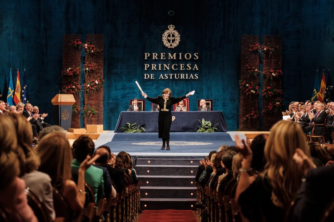 Sylvia Earle celebrando su galardón Premio Princesa de Asturias de la Concordia 2018 en el Teatro Campoamor de Oviedo ©Yeray Menéndez