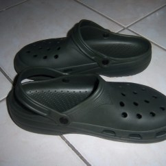 Crocs Kitchen Shoes Chef Wall Decor Best Fine Footwear For The On Gas To Me However Open Tops Are Actually A Pretty Big Deal You Won T Necessarily Spill Liquid Your Feet Regular Basis But When Do