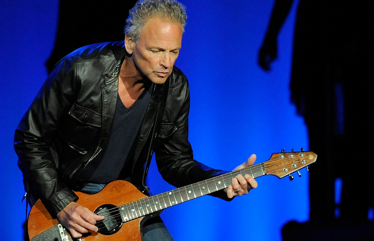 """Lindsey Buckingham told """"Go your own way"""" (5 Updates) – On The Records"""