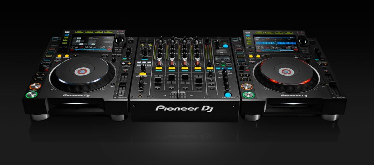 Pioneer-Nexus2000-2-CDJs-and-DJM