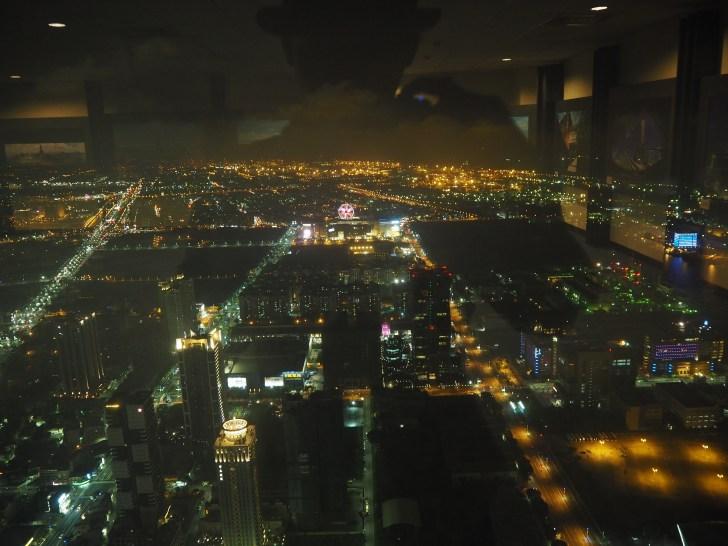 展望台から見る高雄の街の夜景