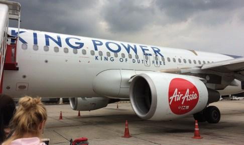広告入りエアアジアの飛行機