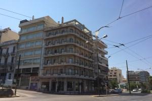 ホテルはラリッサ駅のすぐ近くにある
