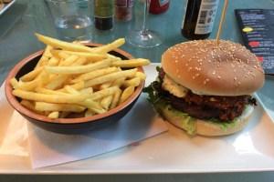 ウサギ肉ハンバーガー(Maltese)とフレンチフライ