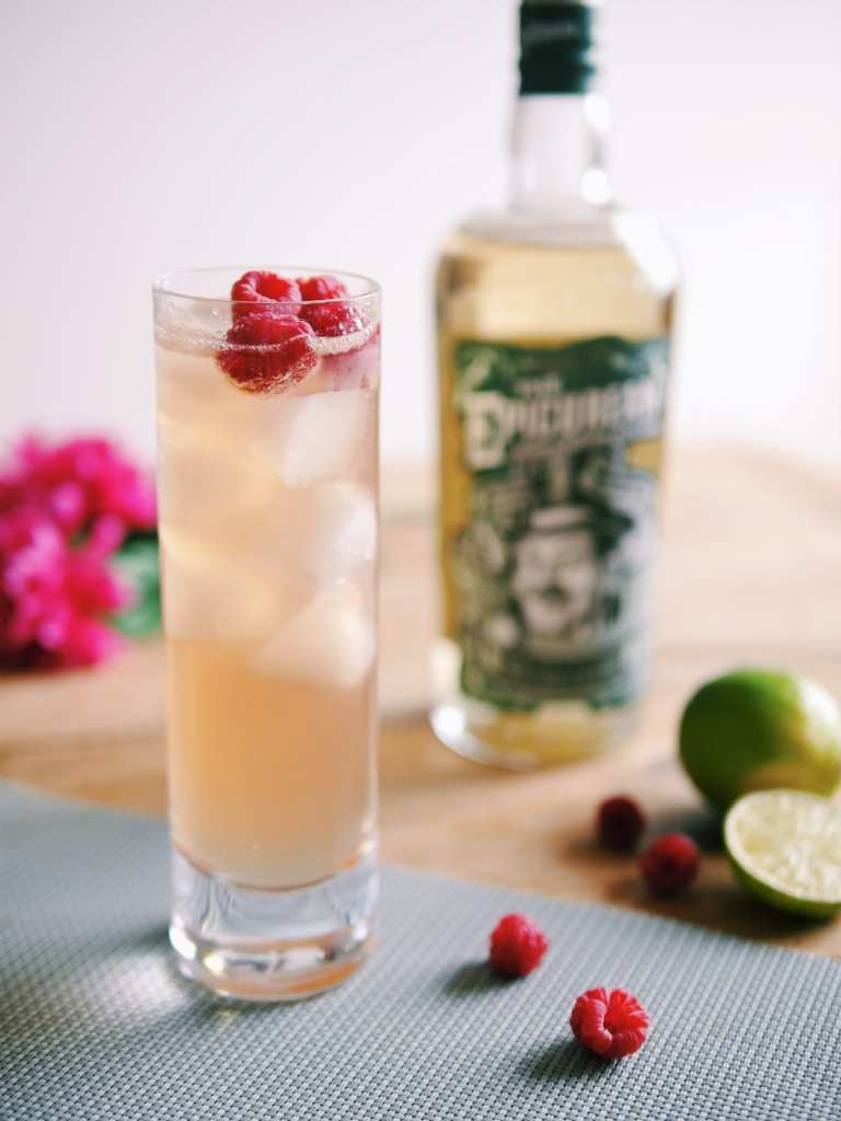 Blended whisky cocktail with raspberry