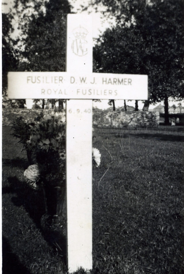 Temporary cross on the grave of Billy Harmer