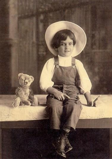 frida-kahlo-at-age-6-1913