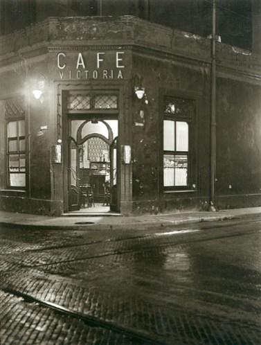 Horacio Coppola (1936) Calle Victoria esquina San José
