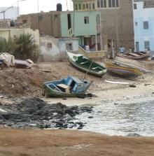 Fischerboote an Land