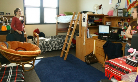 students_in_dorm_room