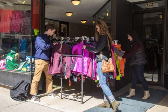 State College Study Abroad_Street Vendor_Morton Lin-9388