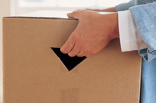 a100247_0903_moving_box_handle_vert
