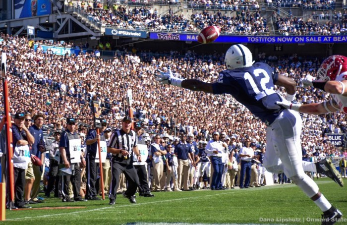 Chris Godwin tries unsuccessfully for a catch in the first quarter.