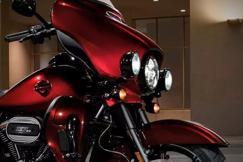 2020-cvo-limited-CJI-Bobde-on-Harley-1