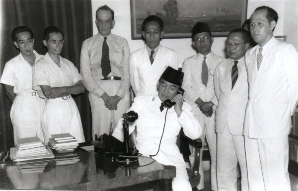 penasoekarno.files.wordpress.com