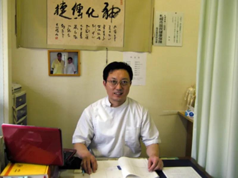 中国鍼灸院の劉 化捷(リュウ カショウ)院長先生