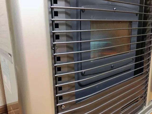 FF式は部屋の空気を汚さない。寒い冬でも換気がいらない利点で普及。