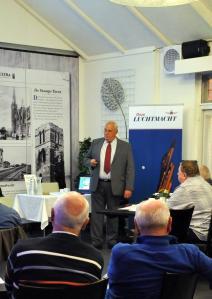 Ltgen dr. D. ( Dirk ) Starink tijdens de zeer goed verzorgde lezing over Luchtwapen 1914 – 1948.