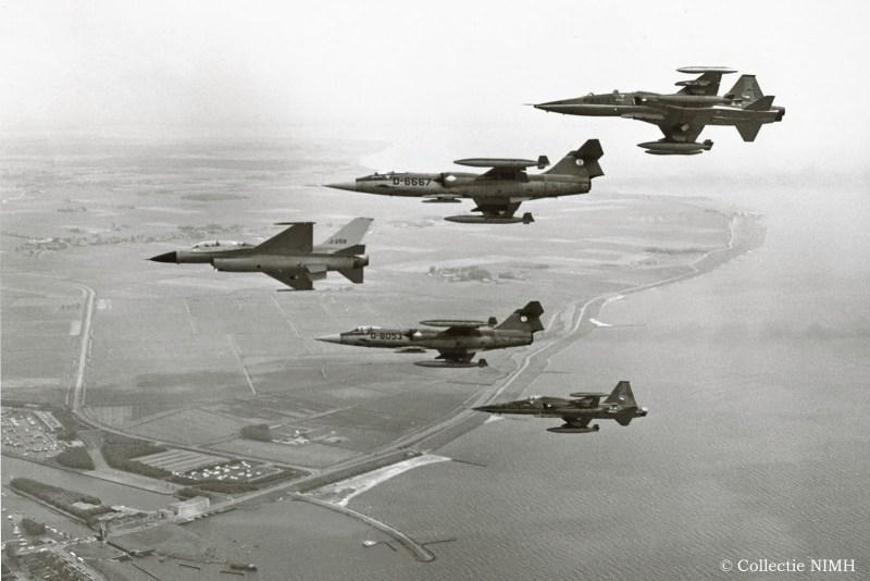 F16, 2 F-104s en 2 F5's