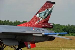 F-16 J-006 met jubileumstaart 70 jaar 323 Squadron