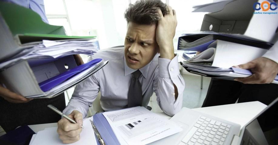khi chưa có phần mềm quản trị nhân sự, cán bộ quản lý nhân sự trong doanh nghiệp thường mất rất nhiều thời gian để thực hiện các công tác hành chính nhân sự.