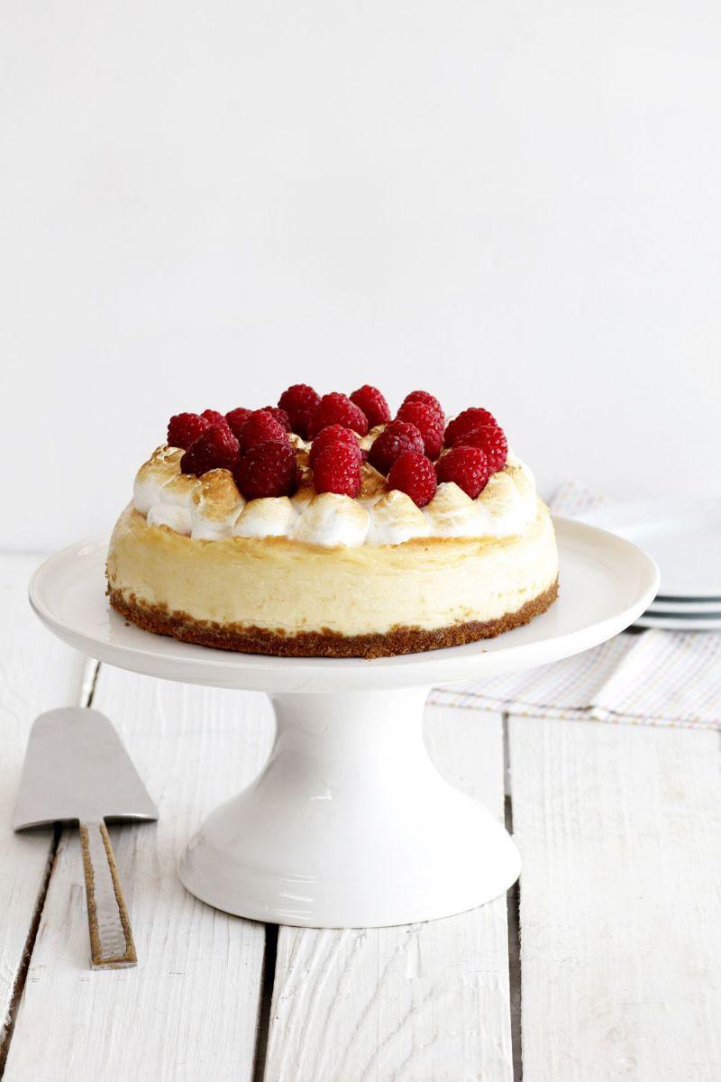עוגת גבינה עם שוקולד לבן ופירות יער