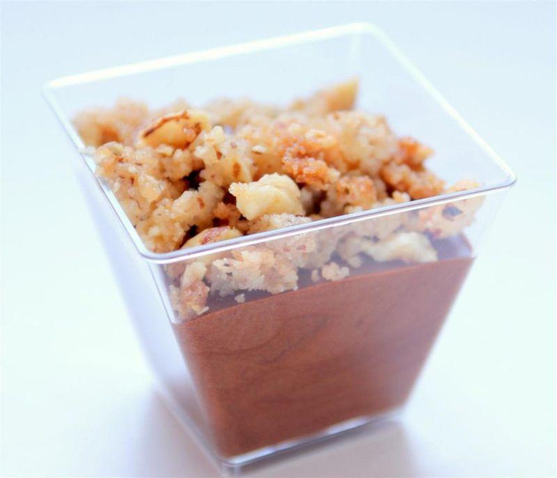 מוס שוקולד עם קראמבל אגוזי לוז