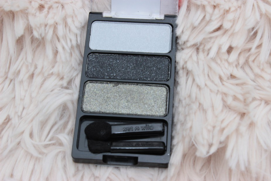WetnWild-eyeshadow-palette- wrappers-delight- swatches- WetnWild-eyeshadow-palette-plaid-to-the-bone-eyeshadow-makeup-review- WetnWild-eyeshadow-palette-bust-a-wrap-review-oohlalablog-13