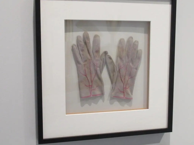 OPPENHEIM-Handschoenen-tento-Design-Museum-Den-Bosch-klein