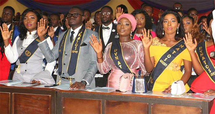 Cross section of the Inductees taking the Hippocratic Oath during the Ceremony