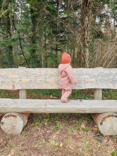 Kleinkindern im Wald