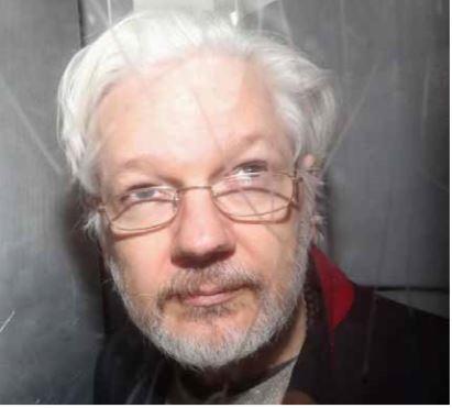 Corte inicia julgamento de extradição de Assange em meio a protestos