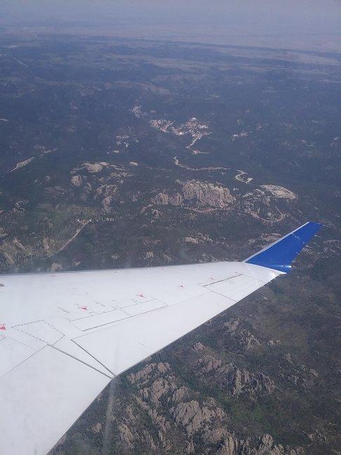 de black hills vanuit het vliegtuig