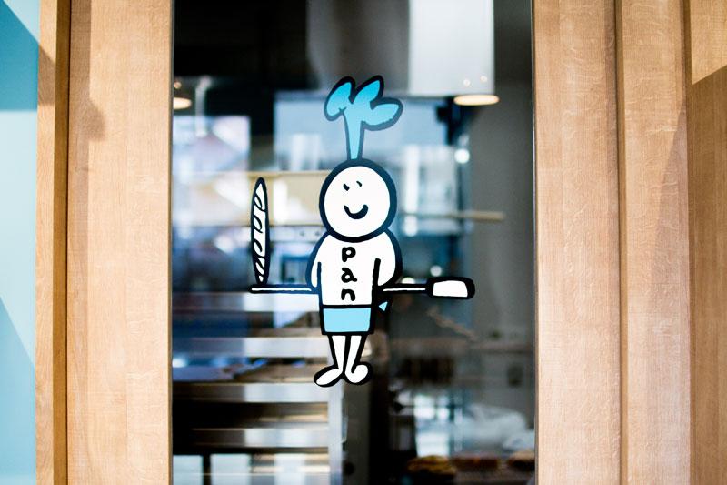 パン工房の入り口のオパン君 | OPAN オパン|東京 笹塚のパン屋