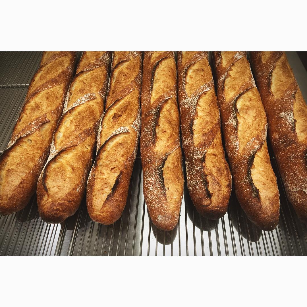 納得のバゲット   OPAN オパン 東京 笹塚のパン屋