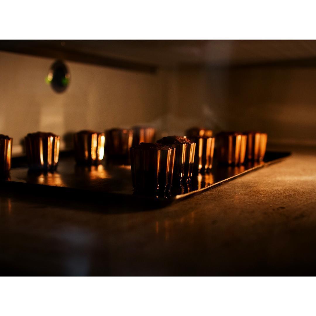 外側カリカリ、中モッチモチのカヌレドボルドーを焼いていきます   OPAN オパン 東京 笹塚のパン屋