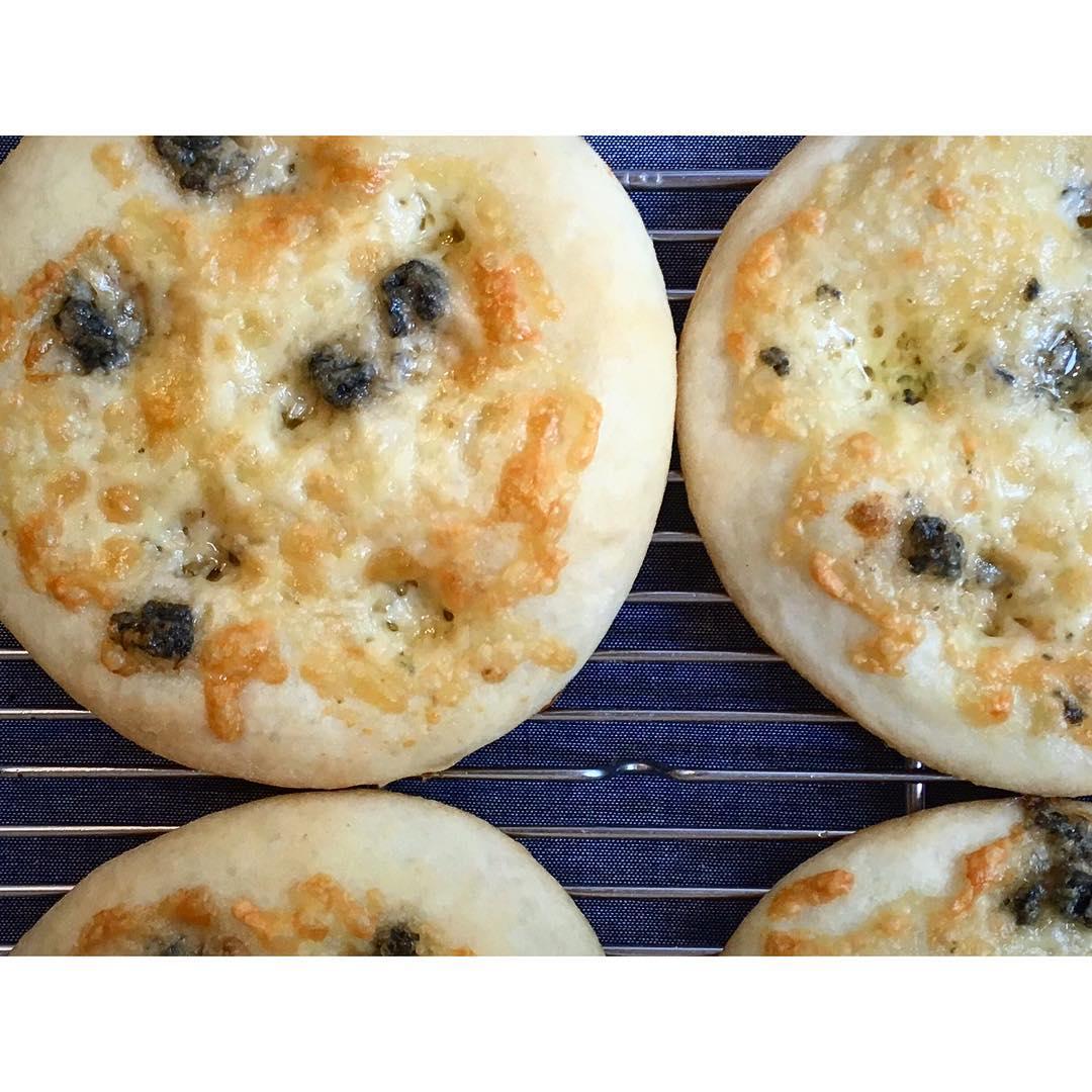 オパンの4種のチーズのフォカッチャ | OPAN オパン|東京 笹塚のパン屋