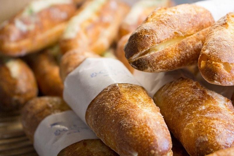 ミルクフランス、新商品の、ピーナッツバターサンド、キャラメル安納芋のサンド本日もたくさんご用意しております(2019.10.11)