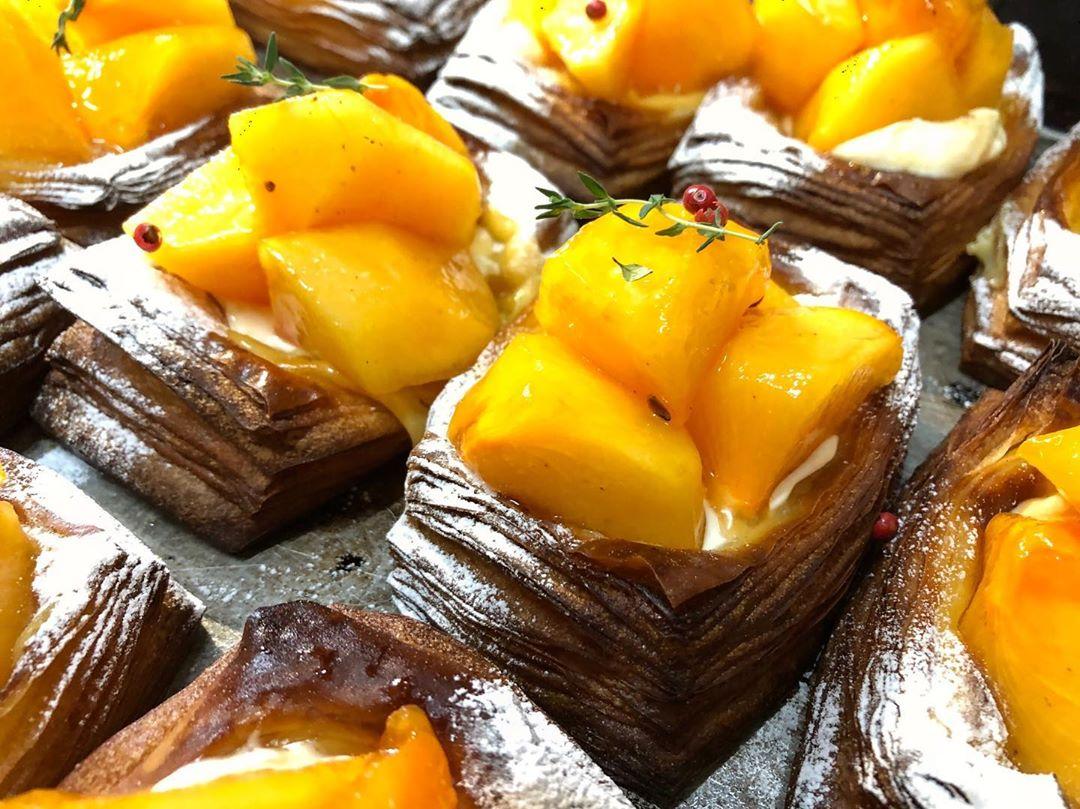 季節限定のフルーツデニッシュ「柿とサワークリームのデニッシュ」(2019.10.26)