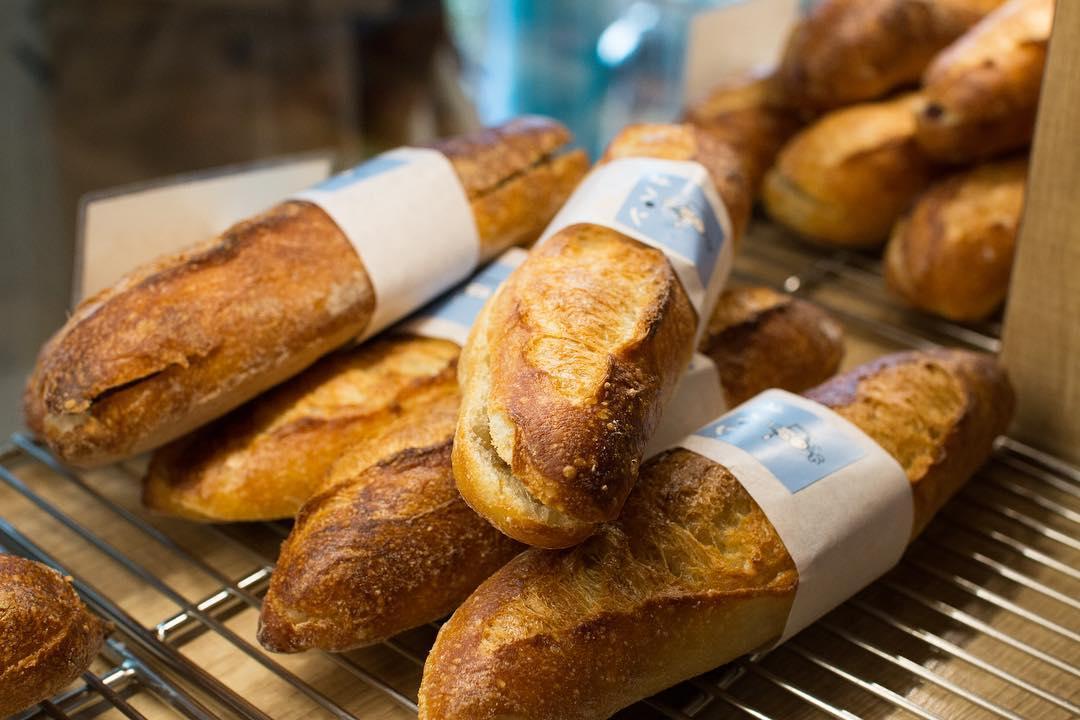 本日も焼き立てパンを豊富にご用意しています(2019.12.25)