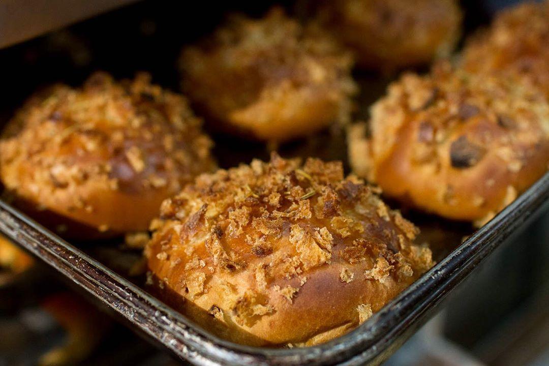 今日は、カレーの日ということらしいので、オパンの焼きカレーパンをぜひどうぞ(2020.01.22)