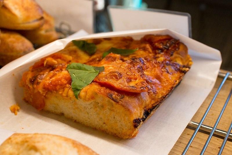 ベーコンエピ、チーズフランス、マルゲリータなど焼き立てパンをたくさんご用意しております(2020.02.21)