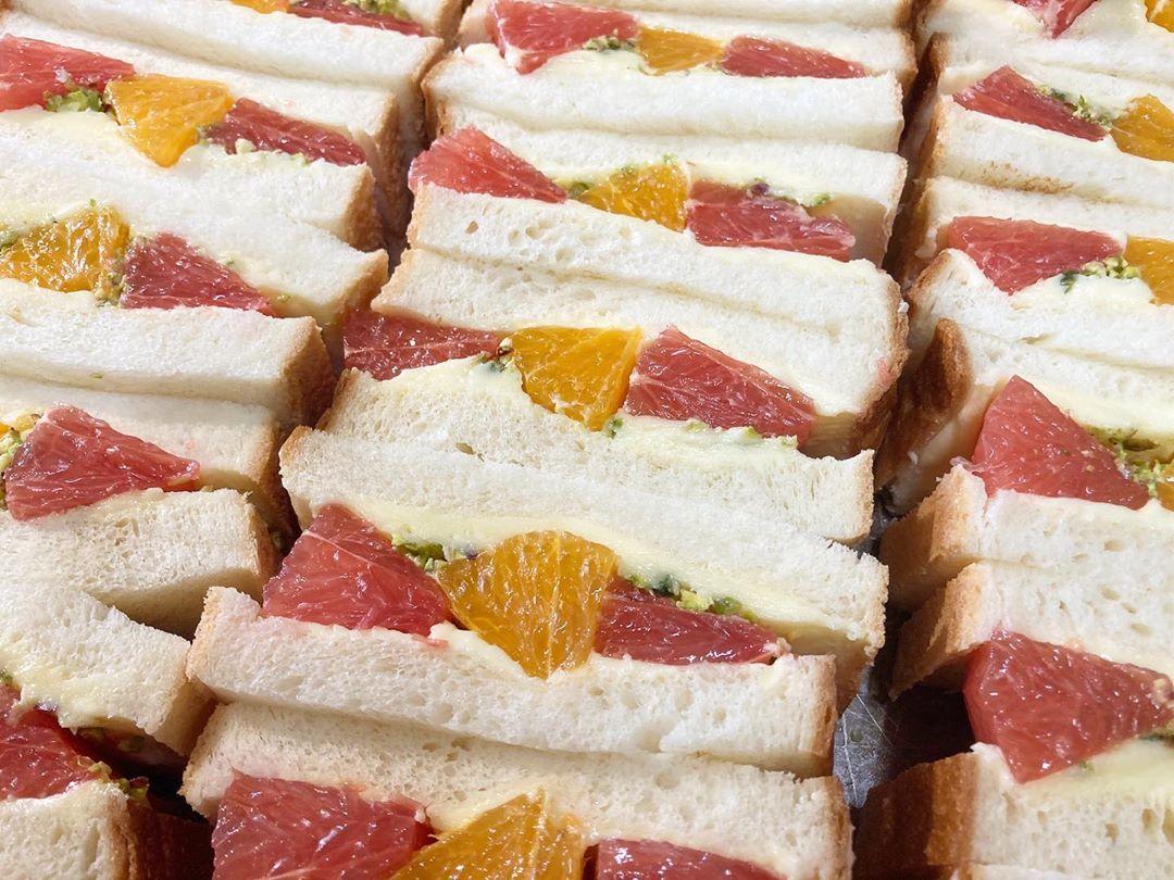 本日限定フルーツサンド「オレンジとグレープフルーツのフルーツサンド」をたくさんご用意しております(2020.07.09)