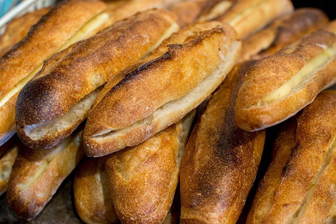 人気の焼きカレーパンを焼き上げていっております(2020.09.19)