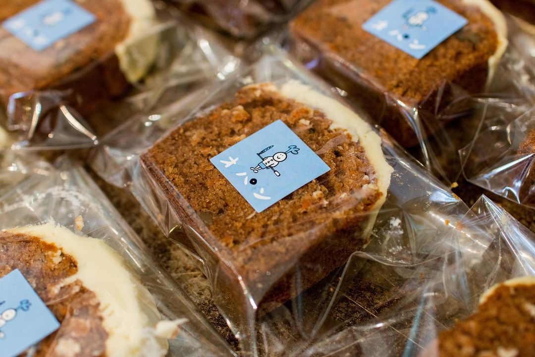 クッキーなどの焼き菓子やキャロットケーキなどのケーキ類やブラウニーなども豊富にご用意しています(2021.05.02)