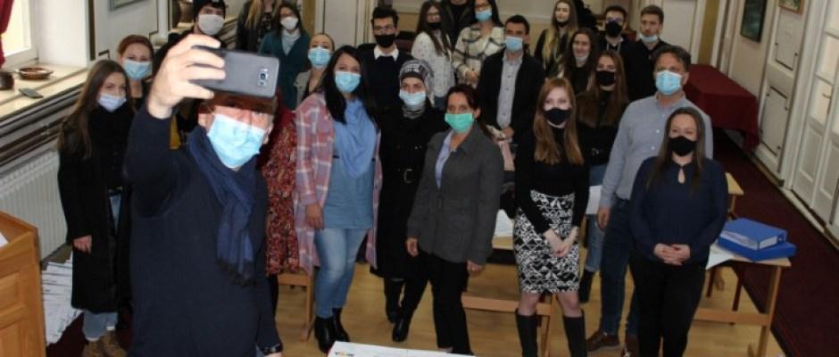 Promocija projekata Omladinske banke: U realizaciju ideja mladih u Bosanskoj Krupi u ovoj godini uloženo 50 hiljada KM