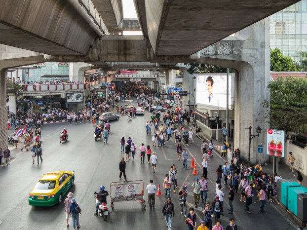 Rama 1 between Central World and Siam was about this busy all along.